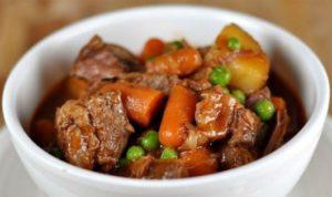 Cùng chiêu đãi bữa ăn tất niên với món bò nấu với rượu vang đỏ